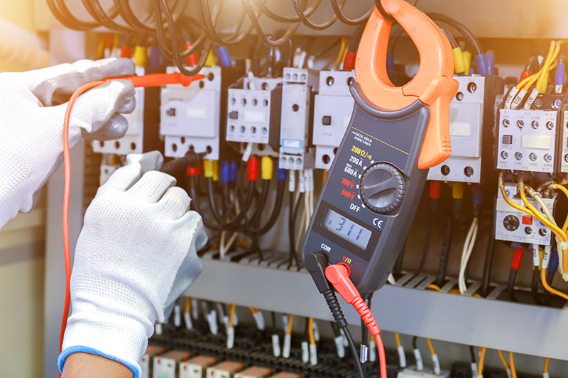 How To Become An Electrician in Bolton Greater Manchester